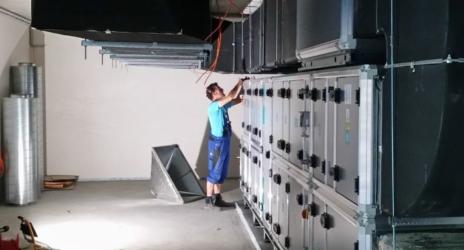 Montage in der Lüftungszentrale