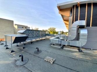 5. Installation auf dem Dach abgeschlossen