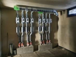 Rohrinstallation im Kellergeschoss